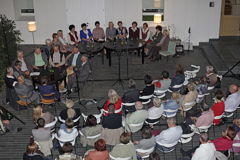 Udeleženci prireditve Zajuckaj in zapoj 2014