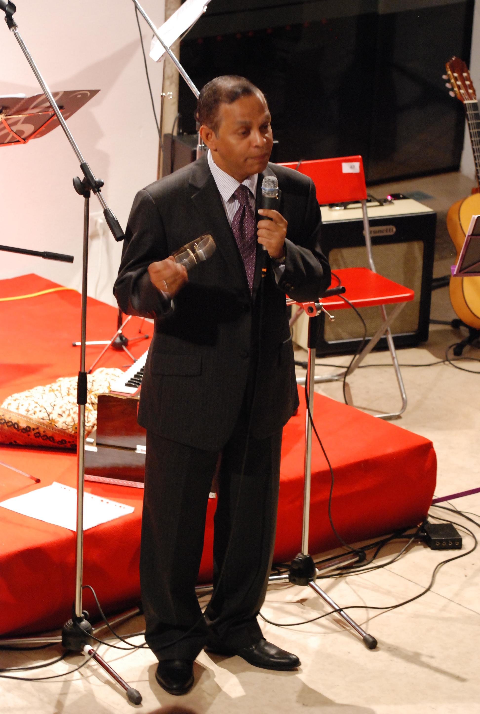 Uvodni nagovor: H. E. A. L. A. Azziz, veleposlanik Šrilanke.